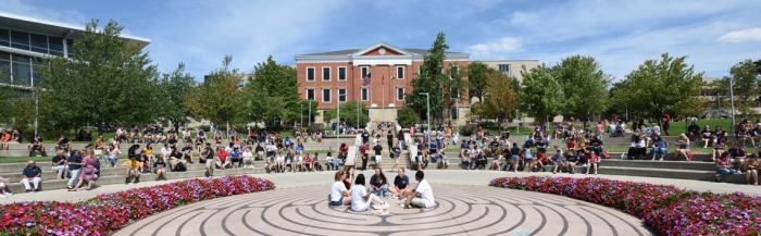 students-on-a-campus-visit